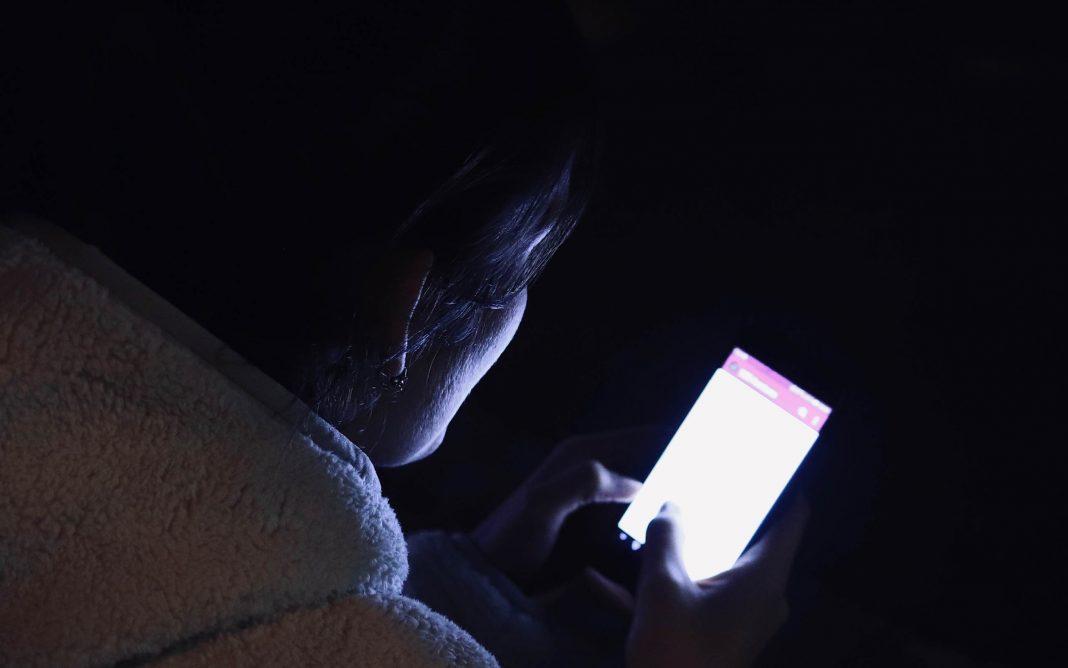 La lumière bleue avec les smartphone & co. : quelles sont les conséquences ?